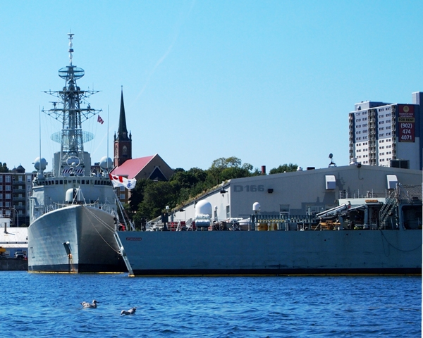 HMCS ATHABASKAN (right) and HMCS IROQUOIS