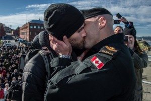 "Master Seaman Francis Legare shares the coveted ""first kiss"" with partner Corey, after the arrival and docking of Her Majesty's Canadian Ship (HMCS) WINNIPEG, who is returning home after an eight and a half month deployment to Canadian Forces Base (CFB) Esquimalt on February 23, 2016. Photo: Cpl Brent Kenny, MARPAC Imaging Services ET2016-0056-17 ~ Le matelot chef Francis Legare donne le « premier baiser » convoité à son partenaire Corey, après l'arrivée et la mise à quai du Navire canadien de Sa Majesté (NCSM) WINNIPEG, qui est de retour à la Base des Forces canadiennes Esquimalt, le 23 février 2016, après un déploiement de huit mois et demi. Photo : Cpl Brent Kenny, Services d'imagerie des FMAR(P) ET2016-0056-17"