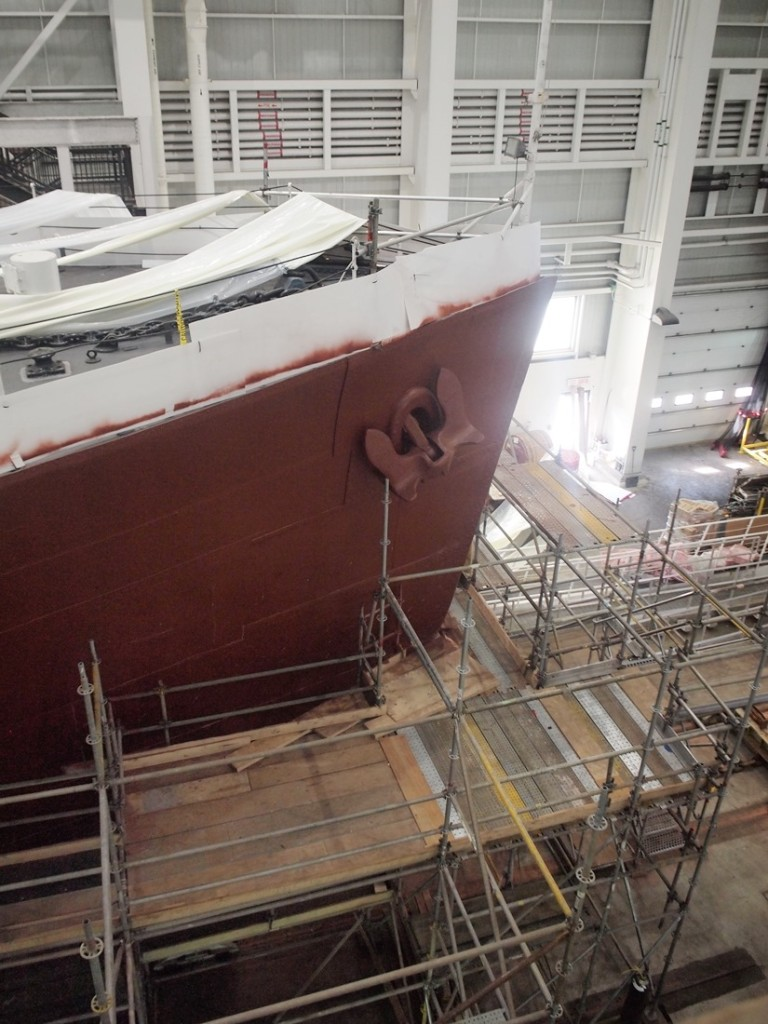 View of SACKVILLE's bow and starboard side anchor. HMCS SACKVILLE in the Fleet Maintennce Facilty, Cape Scott in HMC Dockyard in Halifax on 30 Septemebr 2018. Roger Litwiller Collection, courtesy Roger Litwiller. (RTL08929)